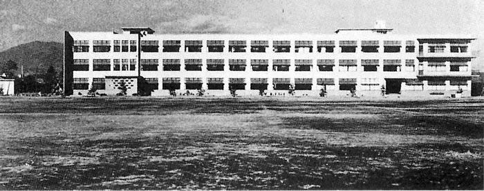 新校舎は県下初の鉄筋校舎 昭和32年